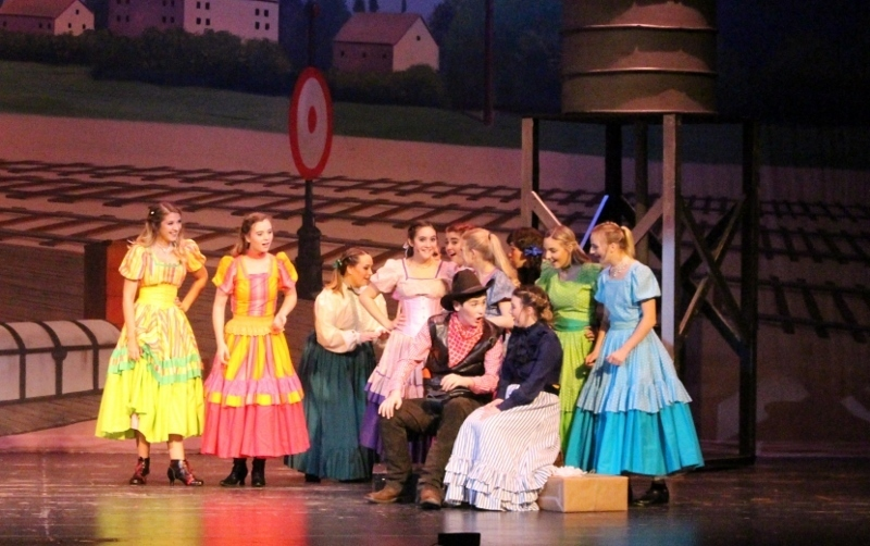 HS Musical 'Oklahoma' Another Hit Show