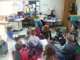 Mrs. Banks' Class Enjoys Guest Readers
