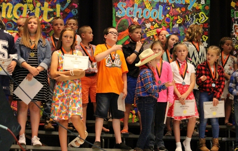 4th grade students with their awards