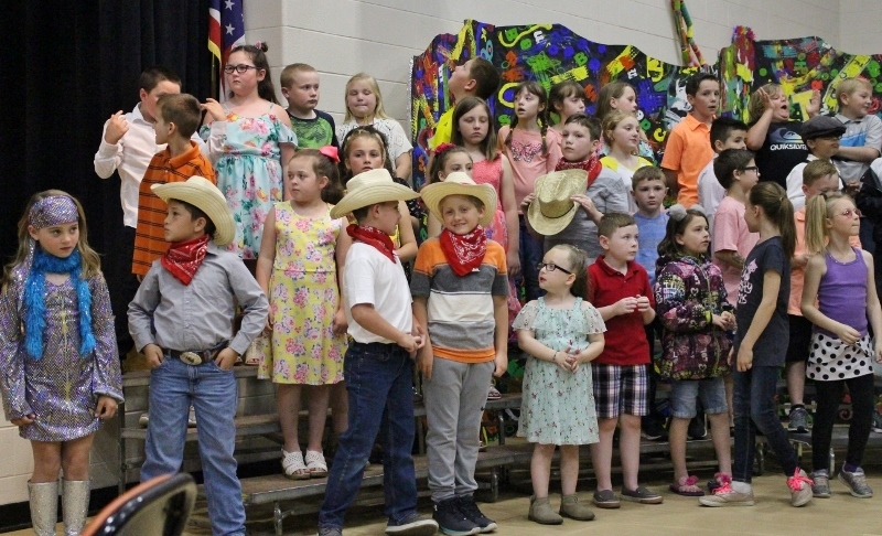 3rd graders perform